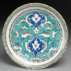 Dish with floral decoration. Fritware with underglaze painting. Turkish Plates, Turkish Tiles, Glazes For Pottery, Ceramic Pottery, Traditional Tile, Ottoman Empire, Ceramic Painting, Ceramic Plates, Tile Patterns