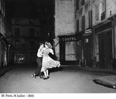 Robert Doisneau. i love black and white photos, and this one is super cute!