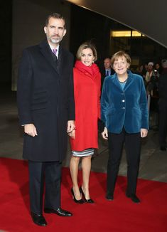 German Chancellor Angela Merkel (R) welcomes King Felipe VI and Queen Letizia of Spain at the Chancellery on December 1, 2014 in Berlin, Germany. King Felipe and Queen Letizia are on their first state visit to Berlin since assuming the Spanish throne.