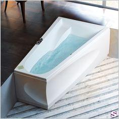 Raumspar-Badewanne  Sucre - SEBASTIAN e.K. – Faszination. – Für enge Bäder und knifflige Raumsituationen eignen sich Wannen, die zu einer Seite hin schmaler werden. #badezimmer #wanne #wasser