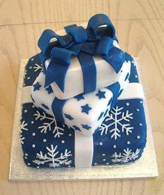 New wedding winter blue christmas gifts Ideas Christmas Present Cake, Christmas Cake Decorations, Holiday Cakes, Xmas Cakes, Fresh Christmas Trees, Blue Christmas, Christmas Holidays, Christmas Gifts, Christmas Cakes