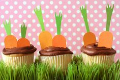 With less than two weeks until Easter (wow!), I have a new article up over at Fiskars full of ideas for decorating an Easter Egg Hunt Party (or your home for Easter in general). I have such a soft spot for egg hunts! I went with a carrots . Hoppy Easter, Easter Eggs, Easter Food, Easter Bunny, Easter Cupcakes, Dirt Cupcakes, Garden Cupcakes, Decorate Cupcakes, Diy Ostern