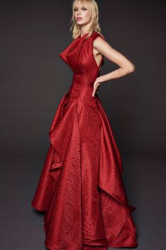 Zac Posen Resort 2018 Collection Photos - Vogue (Moiré Sleeveless Gown)