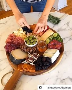My 2018 top post was this fun showcasing one of my favorite cheese board set-ups. Party Food Platters, Party Dishes, Cheese Platters, Snacks Für Party, Appetizers For Party, Appetizer Recipes, Cheese Board Set, Charcuterie And Cheese Board, Cheese Board Display