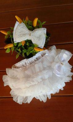Kit calcinha bailarina bordada em pérola.  Disponíveis nas cores branca, vermelha, rosa e marfim.  Tamanhos PP, P, M e G  PP - RN a 3 meses  P - 3 a 6 meses  M - 6 meses a 2 anos  G - 2 anos a 4 anos