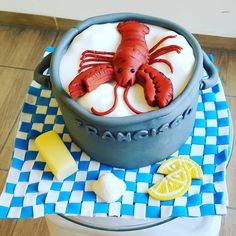 """Lobster Cake! Terminado #lobster #redlobster #langosta #yellow #lemon #yellowlemon #butter #instacake #edibleart #foodporn #fondantart #fondart #fondant…"""