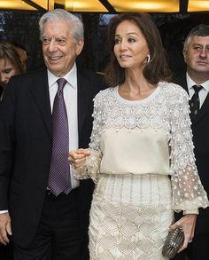 Mario Vargas Llosa posa con Isabel Preysler momentos antes de que diera comienzo su gran fiesta de cumpleaños.