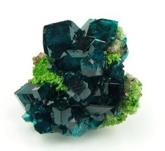 Dioptase and Bayldonite, Tsumeb Mine, Tsumeb, Otjikoto Region, Namibia. Gemmy Dioptase crystals framing a central valley of green Bayldonite crystals Minerals And Gemstones, Rocks And Minerals, Crystal Magic, Rock Collection, Mineral Stone, Beautiful Rocks, Rocks And Gems, Belleza Natural, Stones And Crystals
