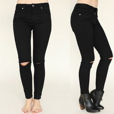 Our Black Slit Knee Jeans will be the most comfortable jeans you own 😍😍😍 They're comfy & cute! And made perfectly for us petites ❤️💋