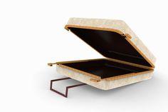 Il designer greco Panos Velentzas ha progettato una valigia in legno con un particolare strato protettivo che...
