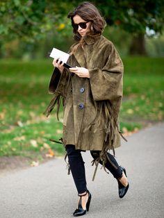 フリンジでトレンドをマーク|ミロスラヴァ・デュマ(Miroslava Duma)の私服ファッション