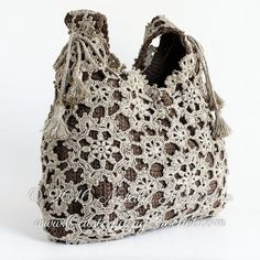 Beautiful crochet motifs shoulder bag crochet pattern / tutorial with step-by-step pictures, written instructions and charts. Beautiful crochet motifs shoulder bag crochet pattern / tutorial with step-by-step pictures, written instructions and charts. Crochet Purse Patterns, Bag Crochet, Crochet Shell Stitch, Crochet Motifs, Single Crochet Stitch, Crochet Handbags, Crochet Purses, Crochet Stitches, Double Crochet