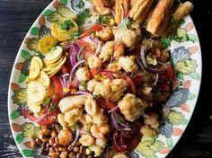 Frittierte Meeresfrüchte nach Lima-Art - Diese Speise gilt als kulinarischer Geheimtipp aus Peru. Wer Garnelen und Muscheln mag, sollte sich die frittierten Meeresfrüchte nicht entgehen lassen. Der ganz besondere Geschmack entsteht durch die Sauce Tartare.