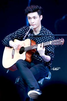 Lay - 161204 'Lose Control' Guangzhou fansign Credit: Angela.