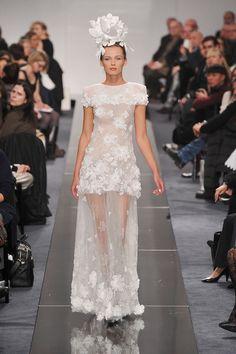 Edita Vilkeviciute au défilé Chanel Haute Couture printemps-été 2009 http://www.vogue.fr/mode/cover-girls/diaporama/edita-vilkeviciute-en-50-looks/7686/image/515151#36