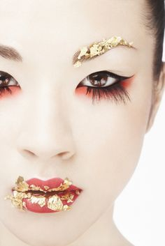 Japanese geisha/maiko makeup is so elegant. :) of course this has a modern artistic flair to it