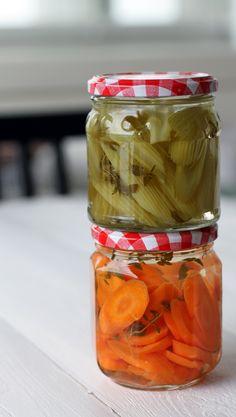 Pikapikkelöidyt kasvikset | Maku Mason Jars, Food And Drink, Vegetables, Drinks, Diy, Beverages, Bricolage, Veggies, Drinking