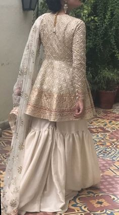 Eid outfits - Bridal gharara set for nikah bride in offwhite color with golden work ModelW 537 Pakistani Fashion Casual, Pakistani Wedding Outfits, Pakistani Dress Design, Pakistani Dresses, Pakistani Gharara, Pakistani Mehndi Dress, Pakistani Clothing, Pakistani Party Wear, Indian Designer Outfits