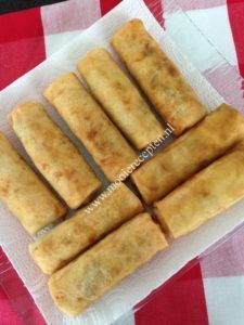 Surinamloempia's with pepper een pittig saus Surinam loempia's with pepper sauce photography Dutch Recipes, Sweet Recipes, Cooking Recipes, Asian Recipes, Cake Recipes, Carribean Food, Caribbean Recipes, Appetizers For Party, Appetizer Recipes