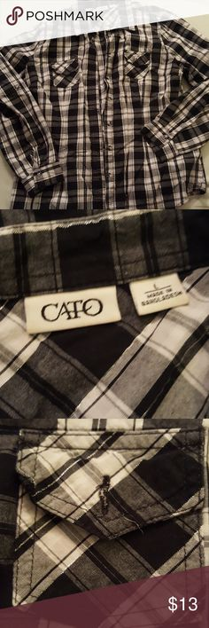 Cato // plaid button down Condition  +Like New +No flaws  Highlight  +Super neutral +Silver threads woven throughout  +front pockets 😄  Bundlediscount: 10% off 3+ items  *selective trades**No modeling* Cato Tops Button Down Shirts