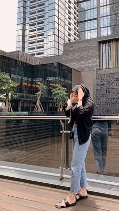 Casual Hijab Outfit, Ootd Hijab, Casual Outfits, Fashion Outfits, Muslim Women Fashion, Hijab Fashion Inspiration, Clothes For Women, Pose, Simple
