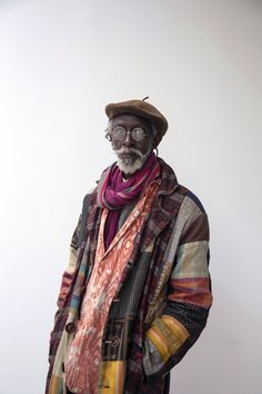 """Portrait Photography Inspiration Picture Description ISSA SAMB """"Issa Samb is considered a total artist. His practice ranges from acting, for both theatre Mode Inspiration, Character Inspiration, Character Design, Black Is Beautiful, Beautiful People, Wolfgang Tillman, Estilo Hippie, Look Man, Mode Boho"""