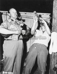 James Dean y Burl Ives