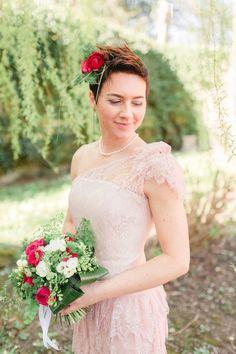 30s inspired blush wedding dress http://weddingwonderland.it/2015/05/matrimonio-anni-30.html
