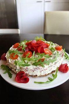 Tällä ohjeella saat helposti ja nopeasti näyttävää ja hyvän makuista tarjottavaa kahvipöytään. Todella herkullinen vaihtoehto voileipä... Savory Pastry, Savoury Baking, Birthday Snacks, Salty Foods, Savory Snacks, Recipes From Heaven, I Love Food, Sandwiches, Food And Drink