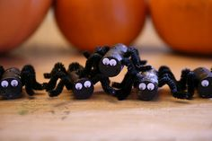 Spooky Cork Spiders - A spooky green craft for Halloween!