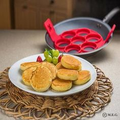 Perfect Pancakes Maker Egg Ring Cheese Bread Bakeware 7 Cavity Non-stick Flippin Fantastic Silicone Pancake Mold Pastry Tools Pancake Maker, No Egg Pancakes, Mini Pancakes, Pancakes Easy, Fluffy Pancakes, Cooking Gadgets, Cooking Tools, Crack Crackers, Molde