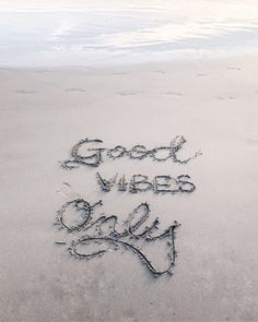 Good Vibes Only – Motivation Quotes Card Postcard - Summer Vibes Beach Aesthetic, Summer Aesthetic, Aesthetic Art, Aesthetic Drawings, Flower Aesthetic, Aesthetic Fashion, Summer Photography, Lifestyle Photography, Indoor Photography