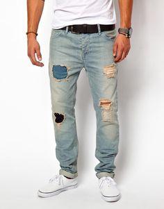 18e0e6b844 Cómo llevar pantalones rotos para hombre  pantalones  rotos  desgastados   hombres  chicos  ideas  tips  outfits. Moda Ellos