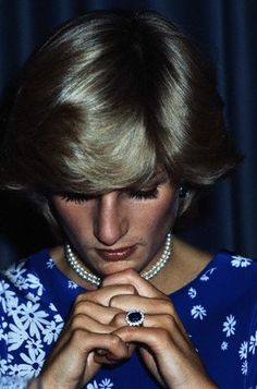 Princess Di's oval sapphire ring surrounded by 14 round diamonds set in 18k white gold... love!
