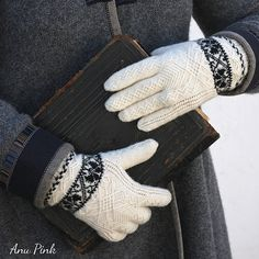Ravelry: Old Runö Gloves pattern by Anu Pink - free knitting pattern