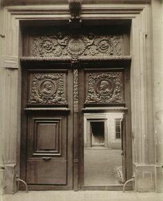 Eugene Atget, Hotel des Archevêques de Lyon, rue Saint André des Arts (Paris) (cw15)