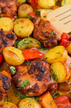 Low Syn Chicken, Potato, Vegetable Tray Bake | Slimming World Slimming World Chicken Dishes, Slimming World Recipes Syn Free, Baked Vegetables, Chicken And Vegetables, Cooking Recipes, Healthy Recipes, Savoury Recipes, Easy Cooking, Cooking Ideas