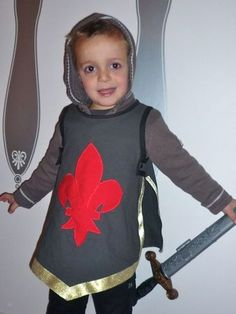How to make a knights tunic for the knight party sew creative chevalier je couds citronille crochet costumesdiy solutioingenieria Choice Image