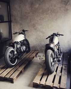 Two posers so ready for the weekend #readytoride #relicmotorcycles #cb550 #cm400 #showroom #hondacaferacers #caferacers #croig #pipeburn #bikeexif #bratstyle #ridecafe59 #mancave #kustomculture #caferacerworld #motoinmode #hondacb550 #bobber #caferacersofinstagram #caferacerxxx #caferacerculture #oldschool #bikerlife #streettracker #aarhus by relicmotorcycles