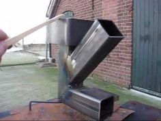 Rocket stove extra. - YouTube Rather ingenious self feeding rocket stove. Not in English but you can still follow it.
