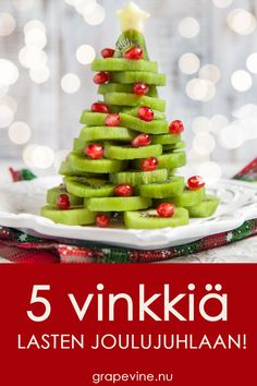 Kiwijuletræ tips til børnenes julefest It's Your Birthday, Birthday Cards, Christmas Carol, Xmas, Childrens Christmas, Antipasto, Games For Kids, Grape Vines, Cake Pops