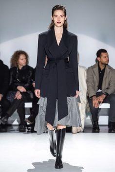 Chalayan Herbst 2019 Ready-to-Wear-Kollektion – Vogue - Freizeitkleidung 2019 Fashion Art, Runway Fashion, Autumn Fashion, Fashion Design, Ladies Fashion, London Fashion, Fashion Outfits, Vogue Paris, Modern Suits