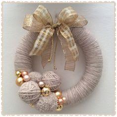 Best 12 Kúpili len kruh z polystyrénu za pár drobných: Keď uvidíte tie úžasné nápady, na predra – SkillOfKing. Easy Christmas Ornaments, Christmas Door Decorations, Christmas Mood, Holiday Wreaths, Handmade Christmas, Crochet Christmas, Wreath Crafts, Diy Wreath, Christmas Projects