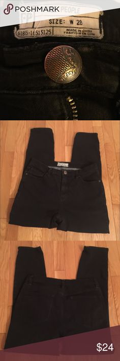 """Free People Black Crop Jeans Soft Jean material, stretchy, inseam is 25-26"""", front rise is 10"""". Button and zip closure. Free People Jeans Ankle & Cropped"""