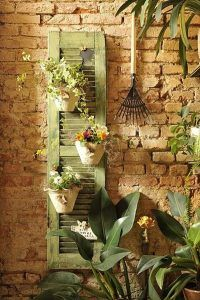 Upcycled: New Ways With Old Window Shutters - lots and lots of ideas.now on the hunt for old shutters! Dream Garden, Garden Art, Home And Garden, Herb Garden, Garden Walls, Diy Garden, Backyard Planters, Recycled Garden, Shade Garden