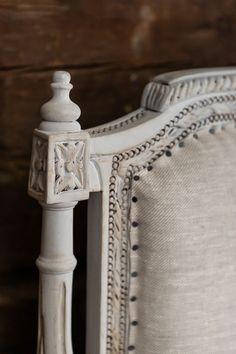 Parolan Asema: Pellavasohva Sofa Makeover, Vanity Bench, Furniture, Home Decor, Decoration Home, Room Decor, Home Furnishings, Home Interior Design, Dresser To Vanity