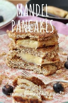 Ein Rezept für Mandelpancakes mit gebratener Banane und Walnüssen Homemade Food, Pancakes, Sweet Treats, Brunch, Sweets, Breakfast, Ethnic Recipes, Happy, Desserts