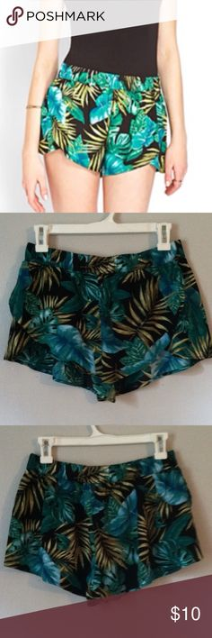 NWOT Forever 21 shorts Medium •New without tag •Tropical print •Lightweight material •Elastic waist •Brand: Forever 21 •Size: Medium •NO TRADES Forever 21 Shorts