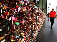 Bridge of love... I have seen a lot of locks on bridges but not as many as in #cologne What a sight! #germany #love #HKf #photokina #allyouneedislove #ig_photooftheday #ig_germany #ig_europe Kijk voor meer info op www.heleenklop.nl