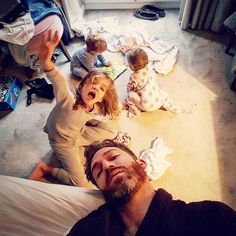"""Babalar ve Kızları: Bir Babanın 4 Kızı ile Olan """"Müthiş Eğlenceli"""" Dünyası - http://www.aylakkarga.com/babalar-kizlari-bir-babanin-4-kizi-ile-olan-muthis-eglenceli-dunyasi/"""